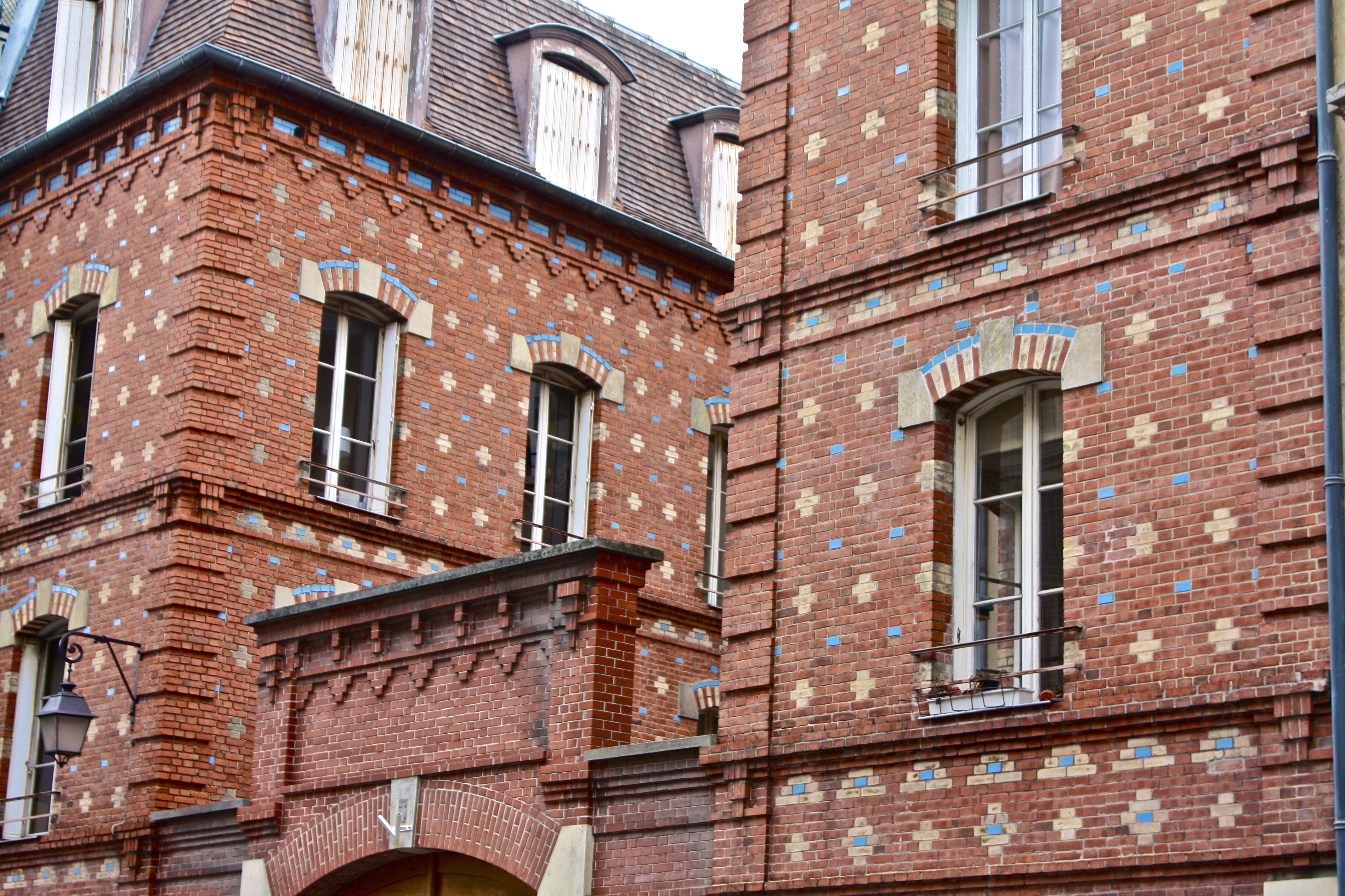 An interesting brick building facade paris france for Brick facade house